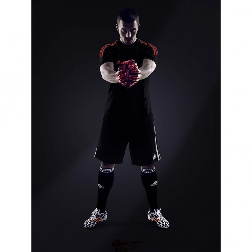 Adidas-Testimonial Lukas Podolski: Provozierter Shitstorm mit Rinderherz