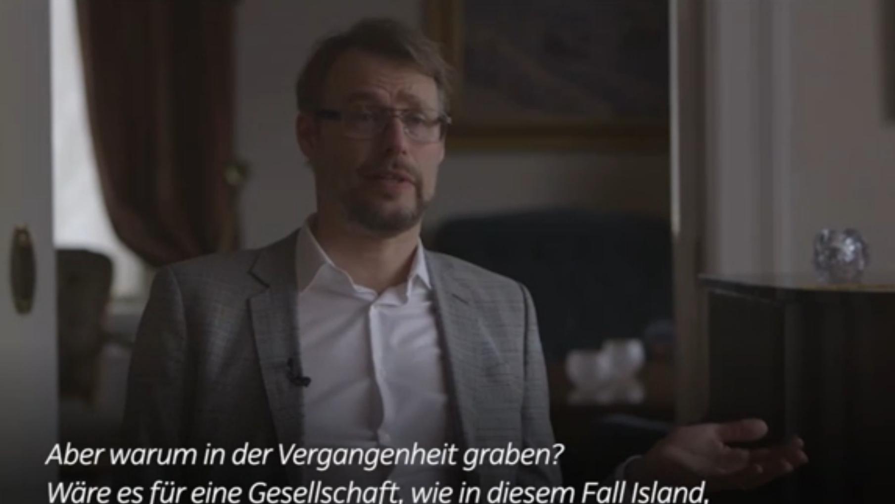 Den Interviewten mit freundlichen Fragen in Sicherheit wiegen - auch das gehört dazu. (Quelle: sueddeutsche.de)